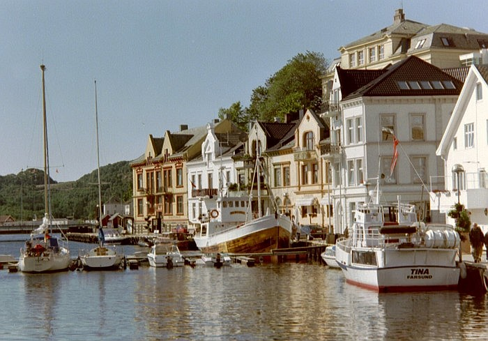 https://upload.wikimedia.org/wikipedia/commons/f/fc/Farsund.jpg